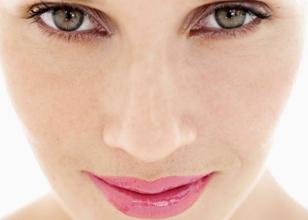Reconstrucción estética de la ceja con microinjertos de cabello