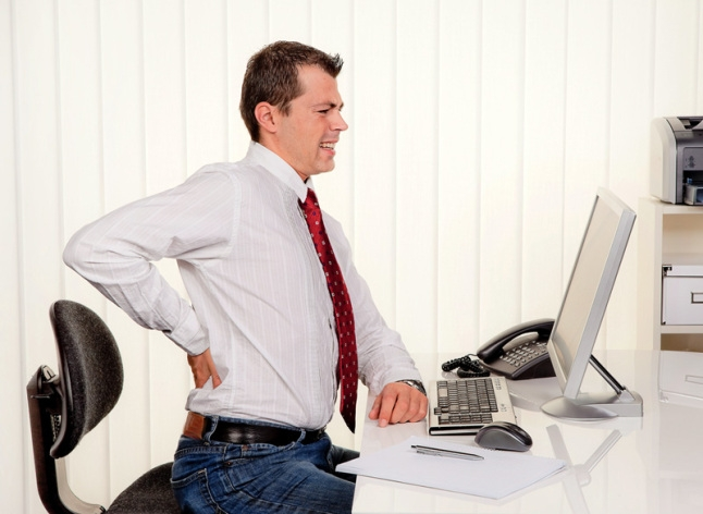 Permanecer sentado el día entero eleva los riesgos de enfermedades crónicas