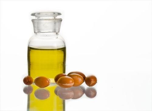 ¿Cómo usar un aceite facial?