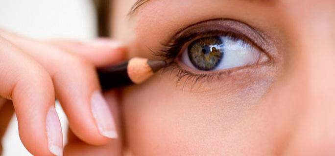 Cosméticos y salud: cuidado con los problemas oculares