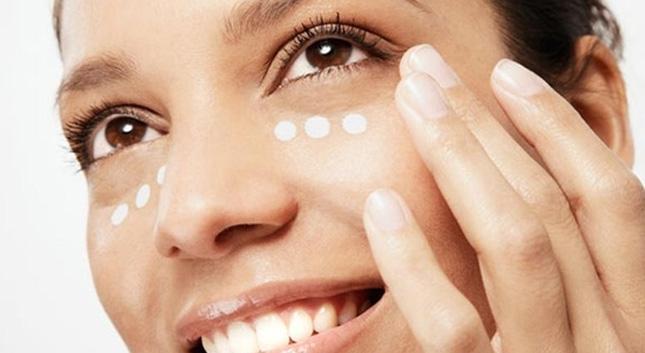 La mayoría de cremas antiarrugas no las eliminan y las que más reducen son las más económicas