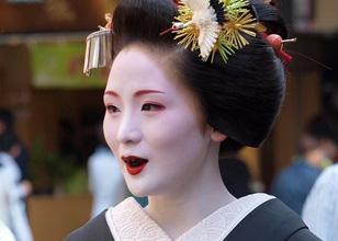 Ohaguro, la costumbre japonesa de teñirse los dientes de negro