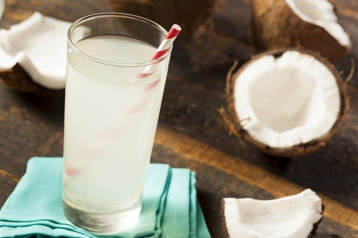 ¿Qué sucede en tu cuerpo cuando bebes agua de coco?