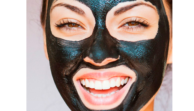 ¿Usar la mascarilla negra? Estos son los pro y contras