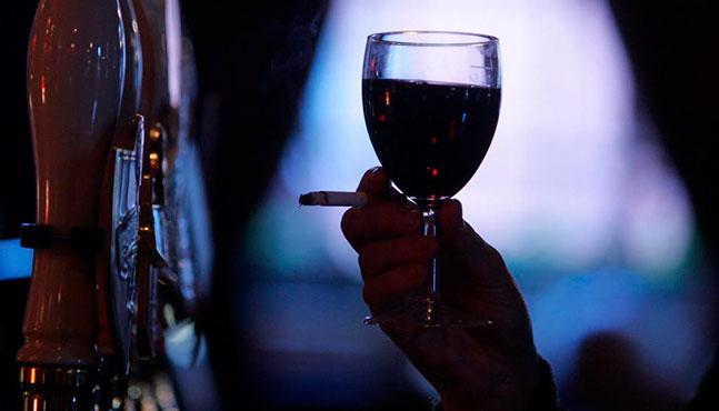 beber-y-fumar-en-exceso-vinculado-a-signos-visibles-de-envejecimiento